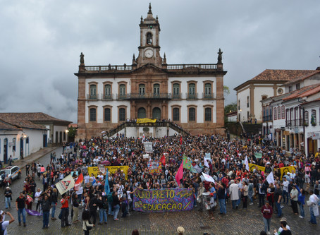 Manifestantes vão às ruas em defesa da educação e contra a reforma da Previdência