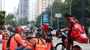 Entregadoras e entregadores de aplicativos retomam greves e denunciam precarização