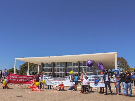 Manifestantes protestam no STF em defesa da educação inclusiva e pela revogação do Decreto 10.502