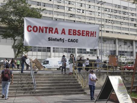 Sob protestos, adesão dos hospitais da UFRJ à Ebserh volta a ser tema de debate