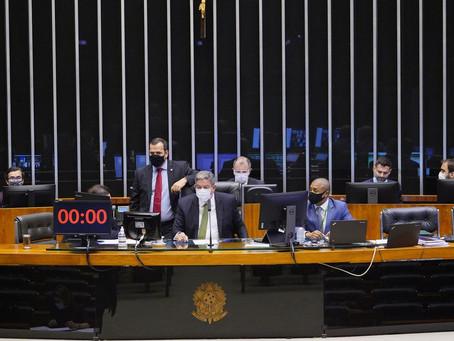 Câmara aprova PL que proíbe fechamento de escolas e universidades durante pandemia