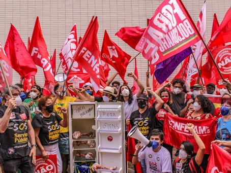 Servidores fazem ato no ministério da Economia e denunciam conflito de interesses de Guedes