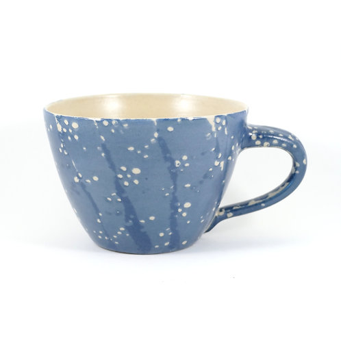 große Milchkaffeetasse, gesprenkelt