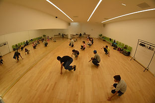 salle_d'activité_cour_et_jardin.jpg