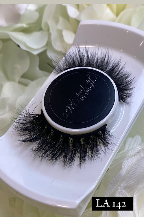LA 142  whispie fluffy Eyelashes