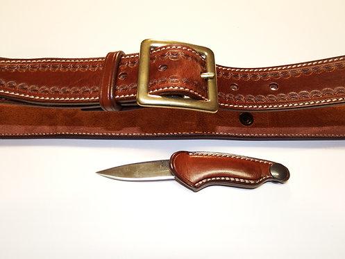 Avec insert couteau  siglé « La Sellerie » dans le dos
