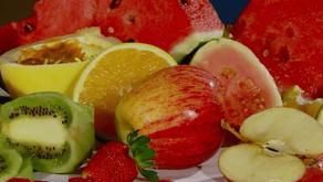Alimentos refrescantes e leves são indicados no verão; nutricionista dá dicas