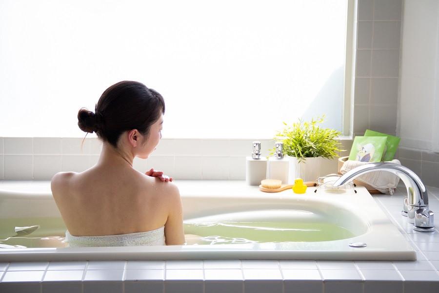 緑茶風呂入浴シーン