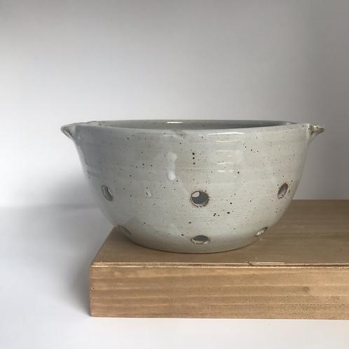 Berry bowl in Chun White