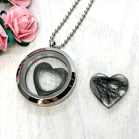 Keepsake Locket Pendant 30mm with Resin Hearts