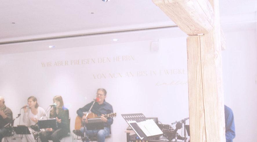 Sänger im Hintergrund.jpg