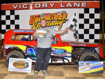 Volunteer Speedway Racer Rewards Winner Shaun Sise