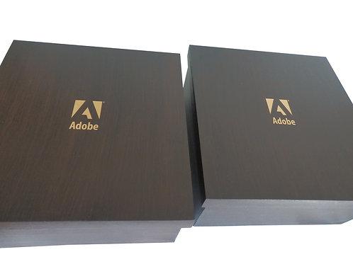 Caixa de Madeira com Detalhe Dourado