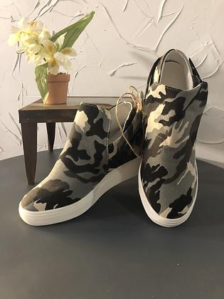 Cameo Tennis Shoe