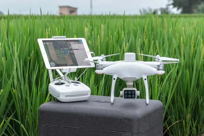 Servicii cu drone în agricultură în România