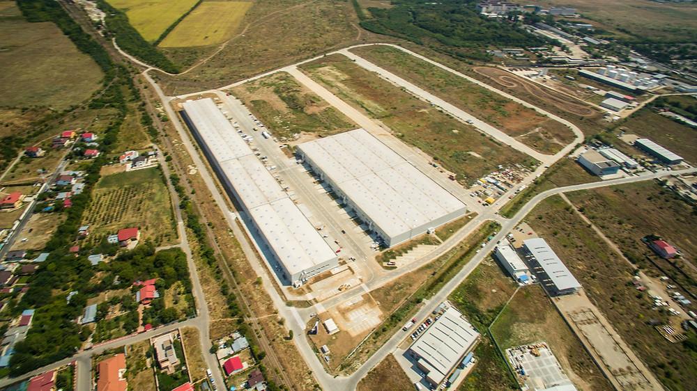 Fotografii cu drona la o hală industrială de la 270 de metri