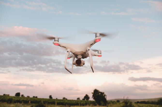 Cucerește orașul cu drona potrivită. Sfaturi în captarea imaginilor cu ajutorul dronei