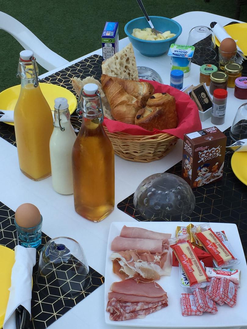 La Bastidasse petit déjeuner 2.jpg