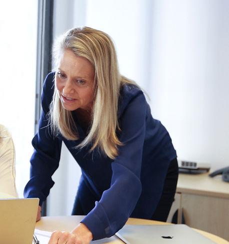 Executive-Coaching-for-women-Online-Dina