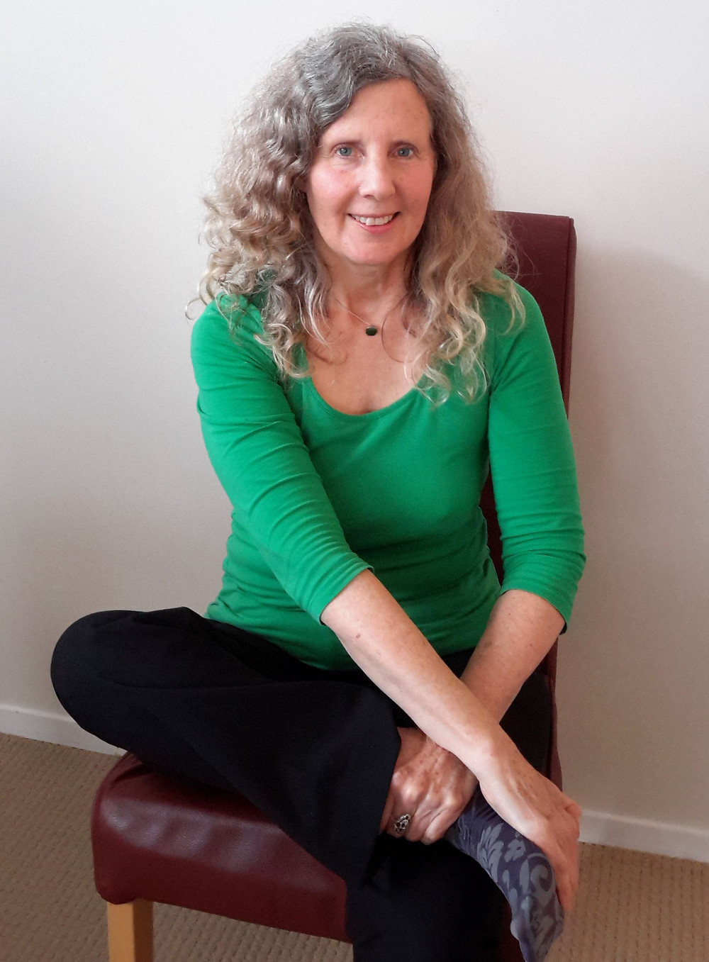 Glenys doing energy medicine technique for mental clarity