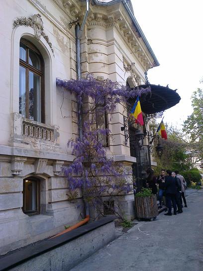 900px-Bucuresti,_Romania._Gradina_VERONA