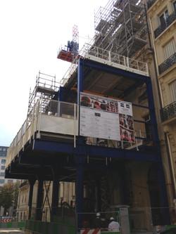 VINCI_-_Plaza_Athnée_Paris_8e_-_Double_Portique_avec_monorail_et_pont_suspendu