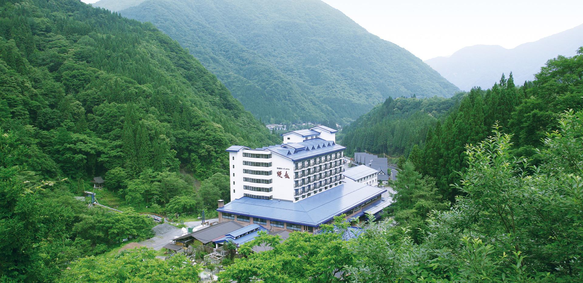 ホテル外観_引き.jpg