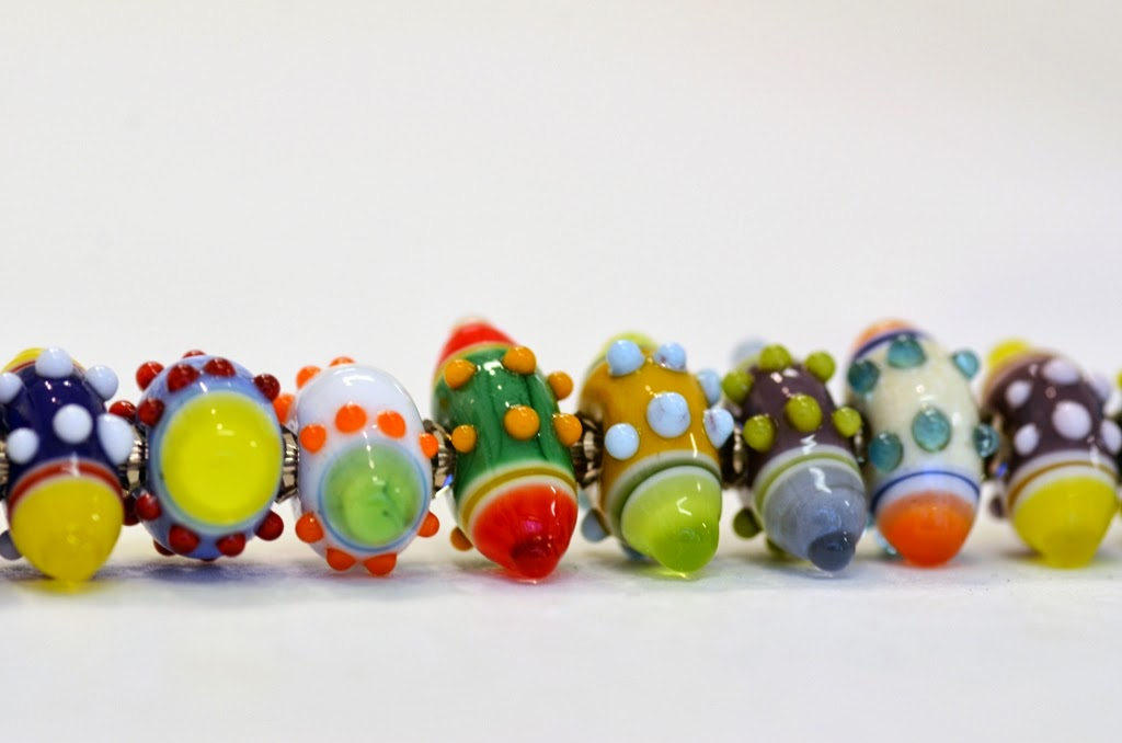 Spotty flameworked beads