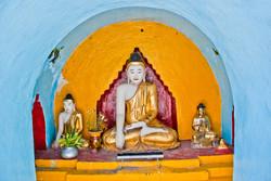 Buddhas, Dalah, Myanmar 2007