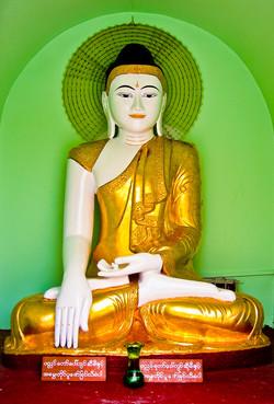Sitting Buddha, Shwedagon Pagoda, Yangon 2007