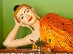 Reclining Buddha, Shwedagon Pagoda, Yangon 2007