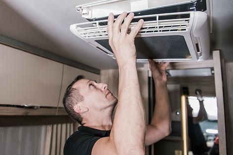 Caucasian RV Appliances Technician in Hi