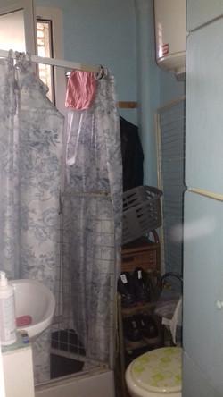 La salle de douche avant