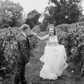 Alexa + Aaron's Bluemont Vineyard Wedding