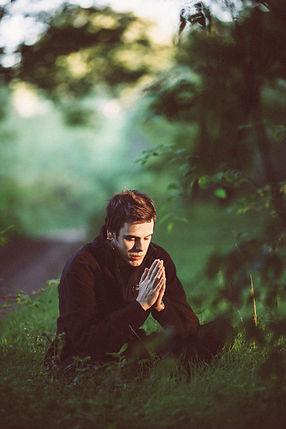 L'adoration et la méditation silencieuse