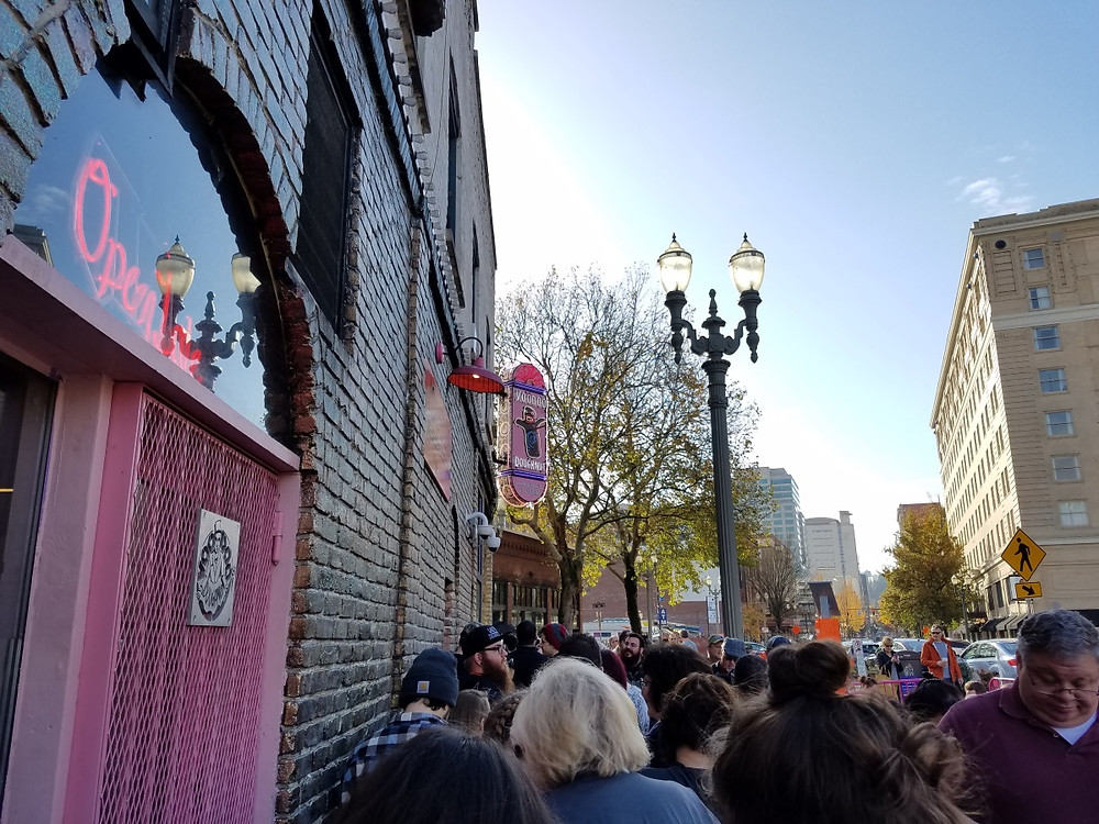 The line for VooDoo Donuts!