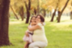 צילומי הריון בפארק אמא ובת