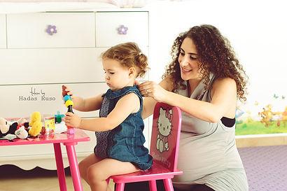 אמא ובת משחקות