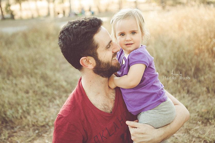 ילדה ואבא
