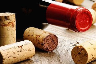 Bouchon en liège et bouteille de vin