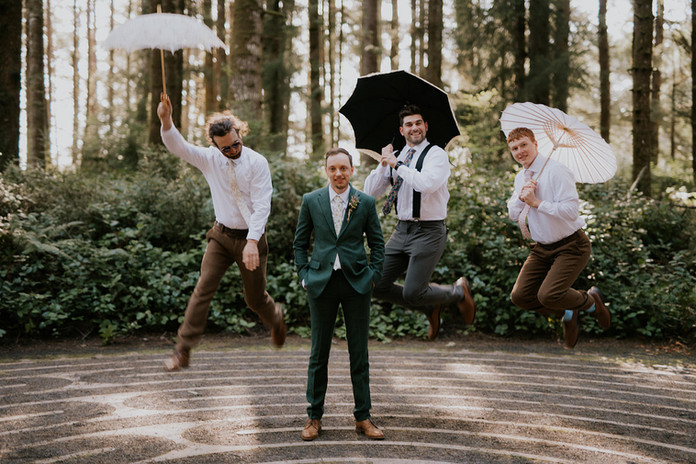 Collins_Sackett_parasolsguysApaigePhotog