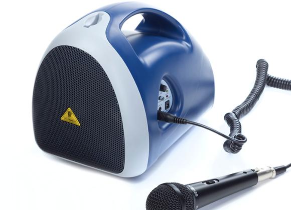 Bocina recargable (20hr), cable y micrófono MPA400