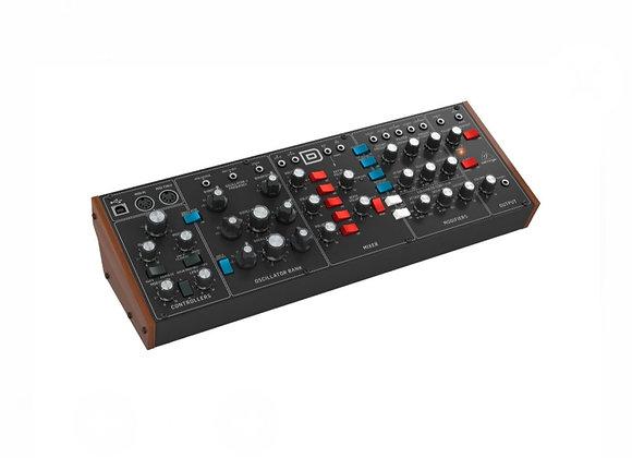 MODEL D BEHRINGER - Módulo sintetizador