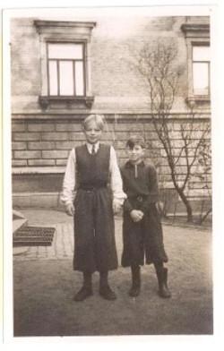 To elever fra Den Danske Skole