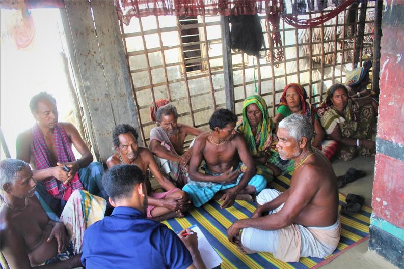 Focus group discussion with crab harvesters. Chuna, Sathkira, Bangladesh. ©Ruyel, 2019