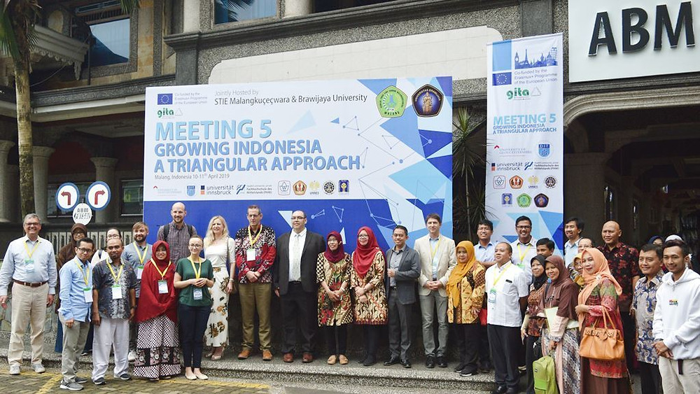 The invitees from 11 Europe and Indonesia Colleges which involved with Erasmus+ Programme of The European Union did a meeting at Malangkcecwara College of Economics in Malang.