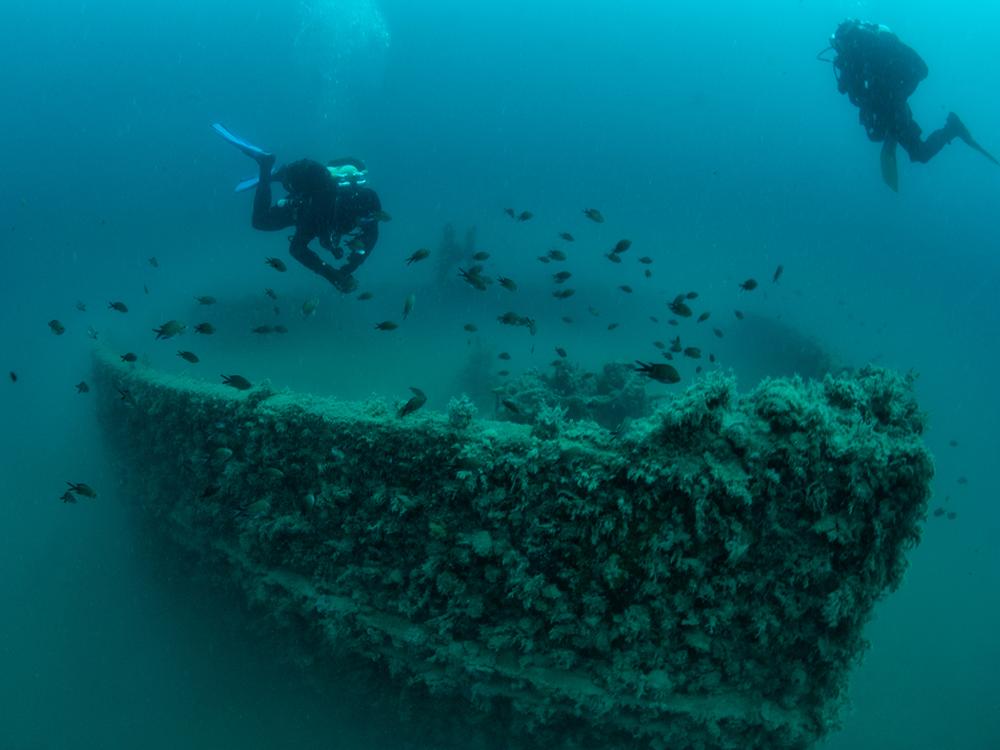 maona-ship-wreck-front-bernardin-divestrong