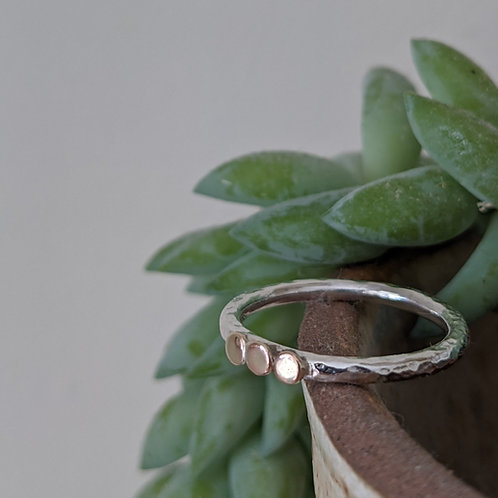 FINE HAMMERED SILVER & 9CT GOLD TRIPLE 'SUN' RING