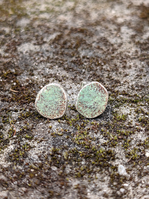 HAMMERED SILVER ENAMEL STUDS - MOSSY GREEN