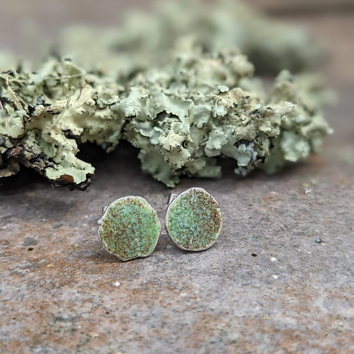 HAMMERED SILVER ENAMEL STUDS - RUSTIC MOSS GREEN